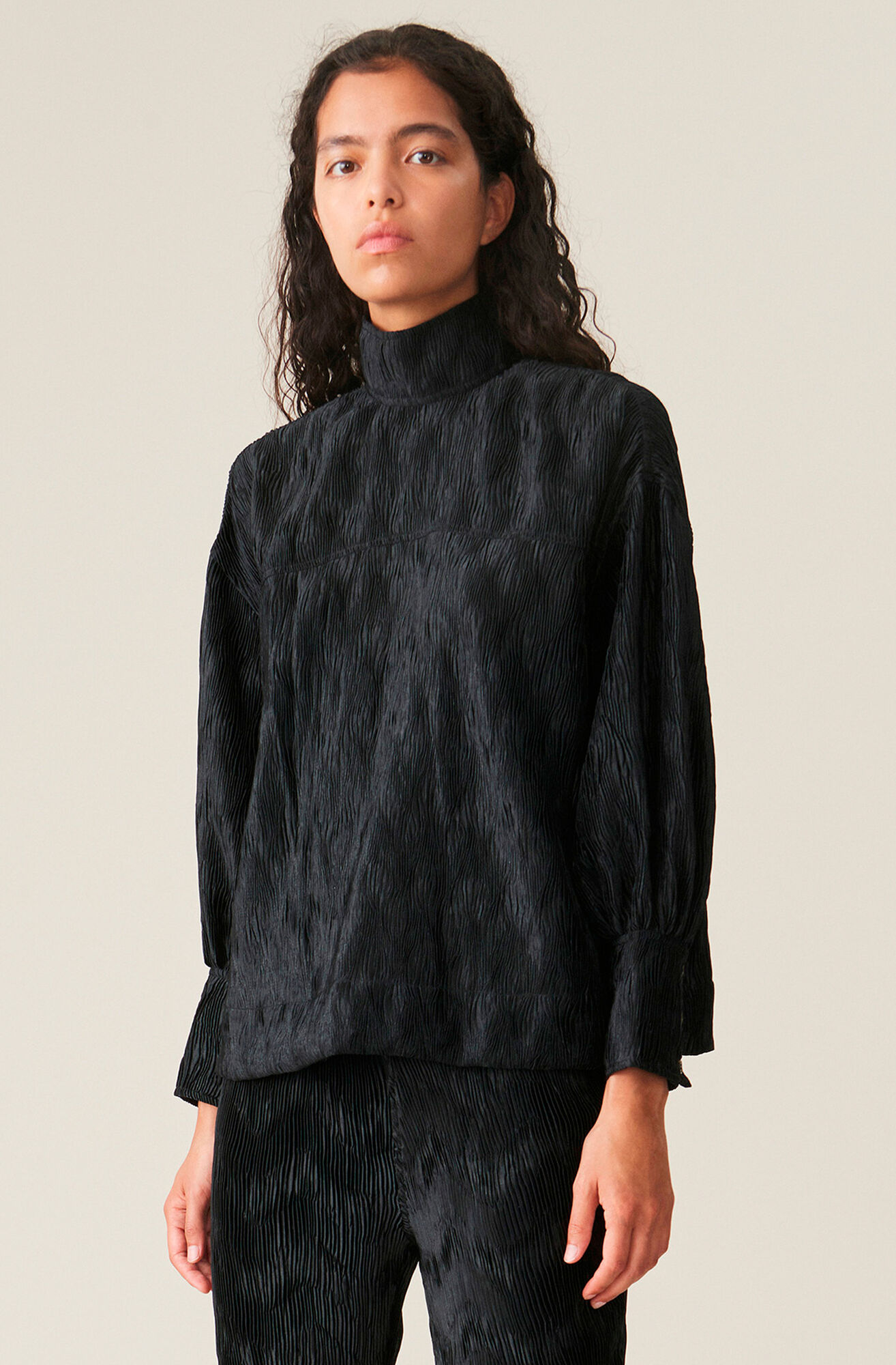 blouse black pleating