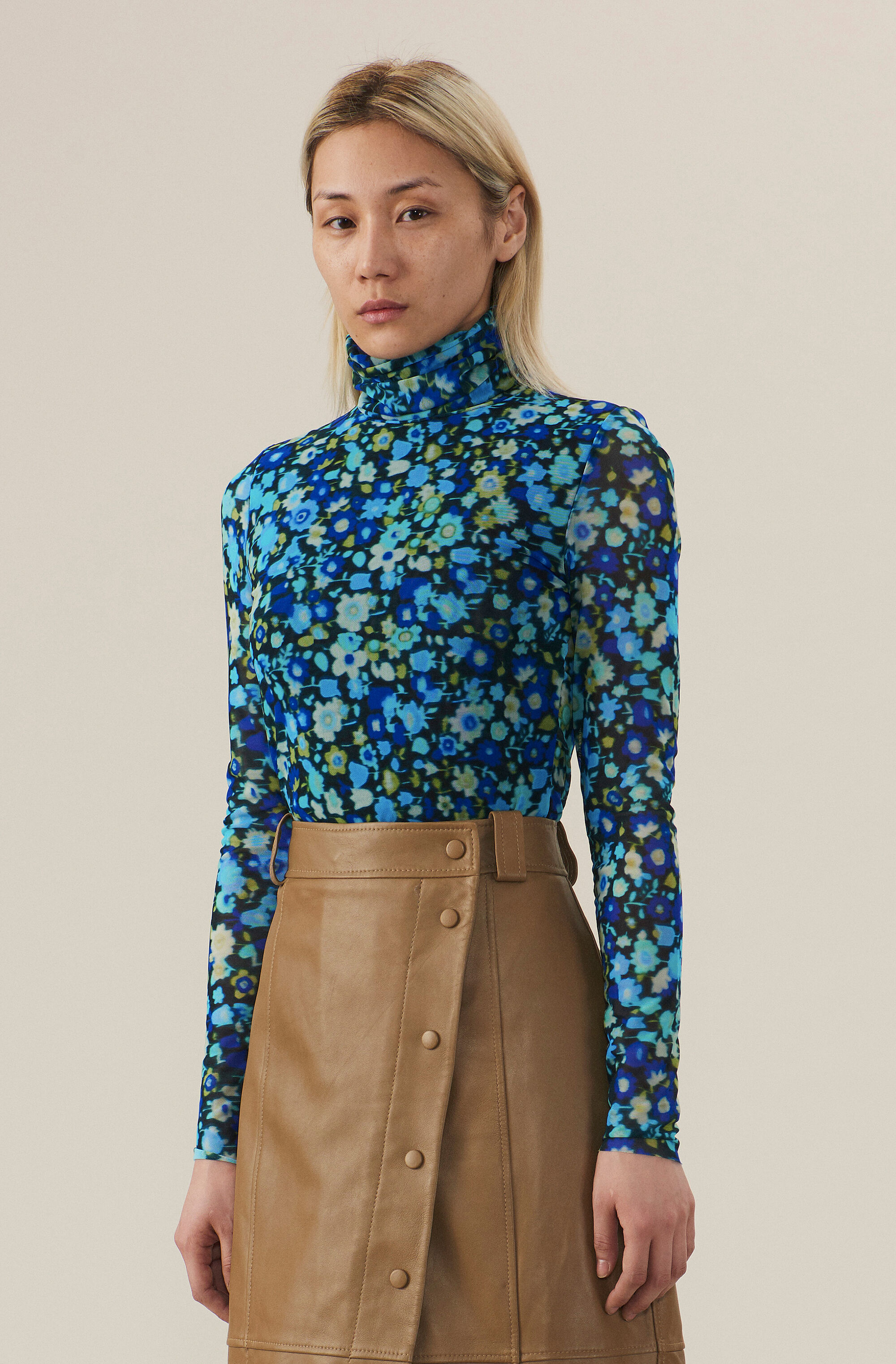 Printed Mesh Rollneck, Azure Blue, model